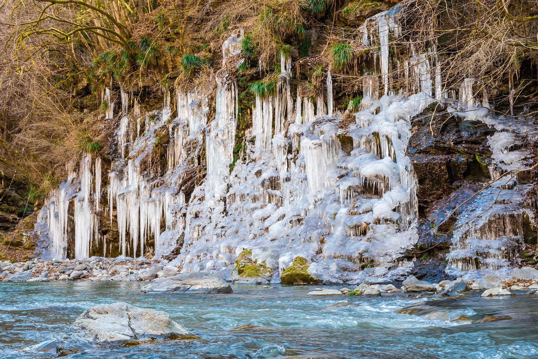 三十槌の氷柱 【三十槌荒川河川敷 埼玉県秩父市】  フォトさいたま